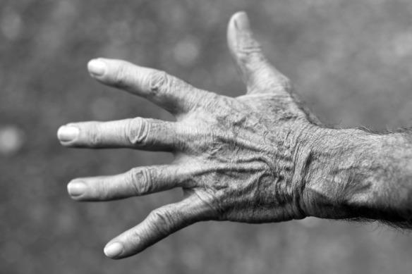la mano simboliza el padre y el trabajo